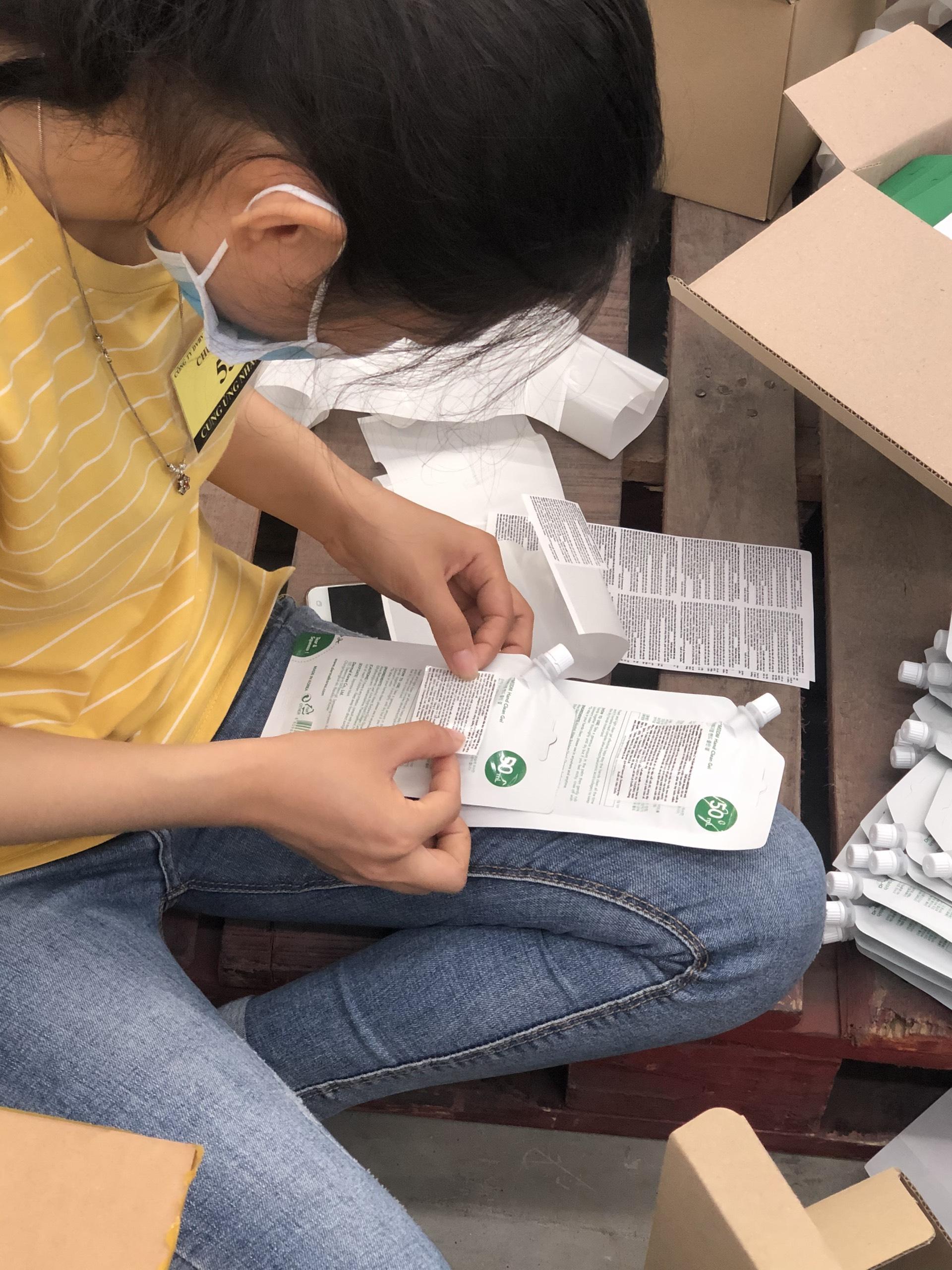 Cung ứng lao động thời vụ dán tem